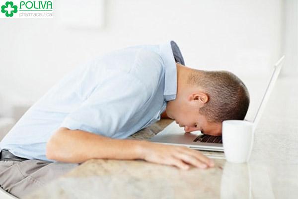Người bị mặc bệnh Hoạt tinh thường rất mệt mỏi, khó tập trung làm việc.