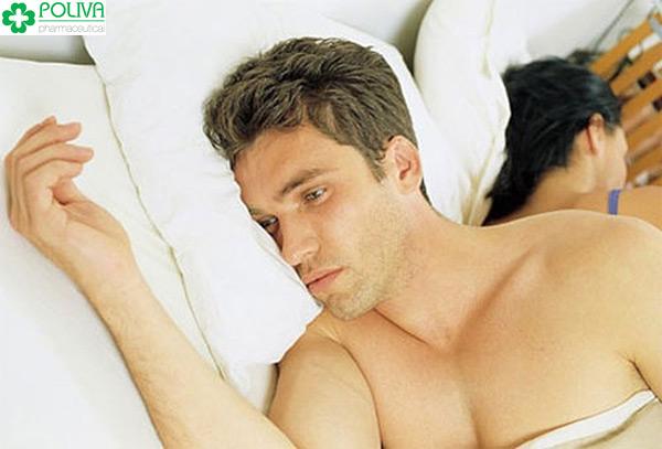 Teo tinh hoàn khiến nam giới không ham muốn chuyện chăn gối