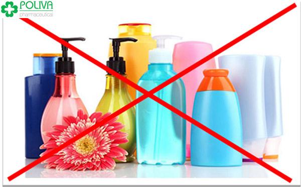 Không dùng dung dịch vệ sinh để vệ sinh vùng kín ngay sau khi quan hệ