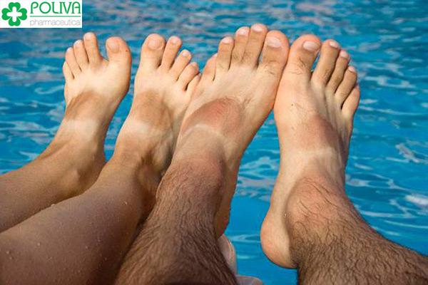 So với nữ giới, nam giới thường có nhiều lông chân hơn