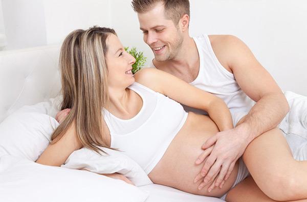 4 tư thế quan hệ vợ chồng khi mang thai kích thích nhưng an toàn