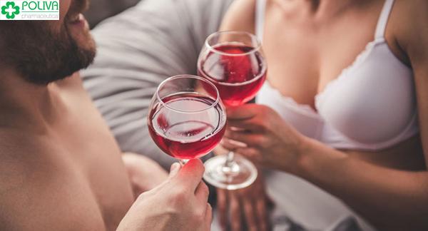 Một chút rượu vang sẽ khiến cả hai hưng phấn hơn