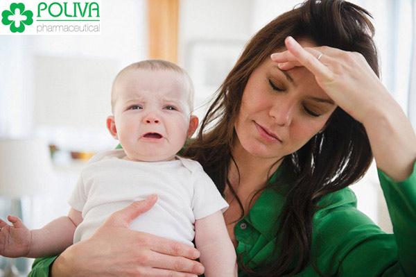 Áp lực sau sinh khiến các bà mẹ tự ti về bản thân mình