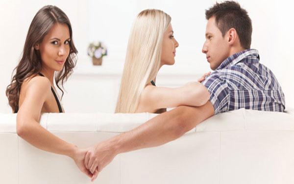 """Check """" ĐỘ NGOAN"""" khi đàn ông xa vợ lâu ngày"""