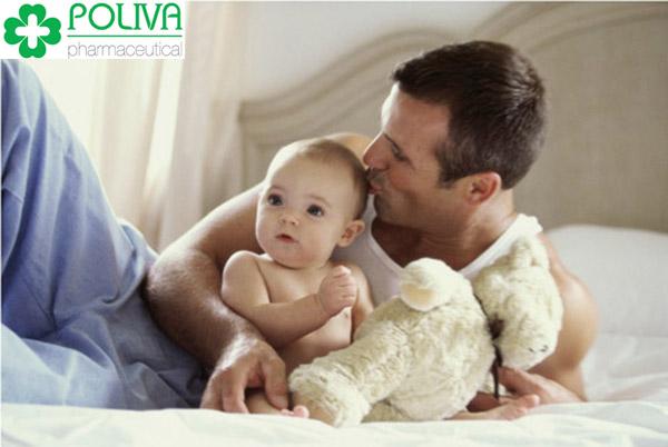 Chia sẻ cùng vợ việc chăm con giúp cuộc sống gia đình hạnh phúc hơn
