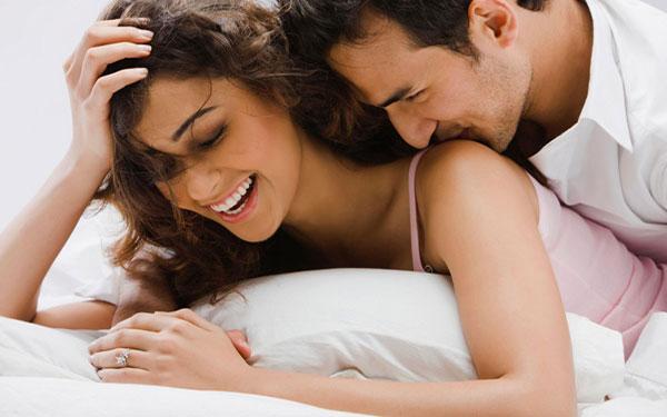 """Chồng """"XOẮN QUẨY"""" do vợ tăng ham muốn khi mang thai"""