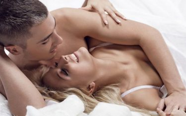 """""""Cán đích"""" an toàn với 4 tư thế quan hệ khi mang thai 3 tháng giữa"""