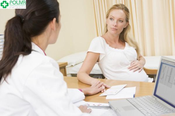 Khi bị dị ứng khi mang thai nên đi khám bác sỹ, không được tự ý điều trị.