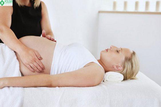 Massage bụng giúp mẹ bầu dễ chịu, thoải mái