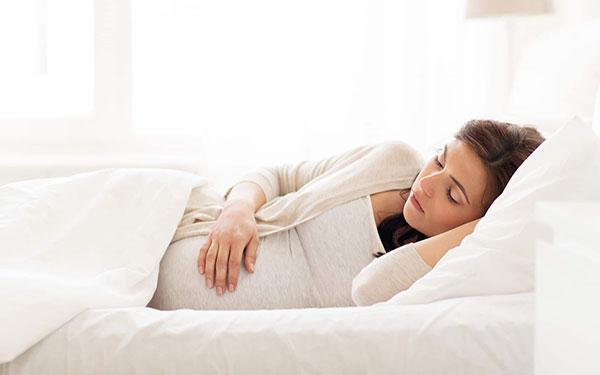 Mách mẹ chọn tư thế ngủ khi mang thai an toàn, ngon giấc
