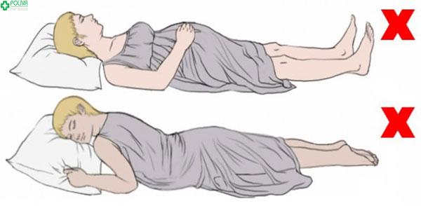 3 tháng cuối mẹ không nên nằm ngửa khi mang thai hay nằm sấp nên nằm nghiêng bên trái để mẹ thoải mái, con dễ chịu
