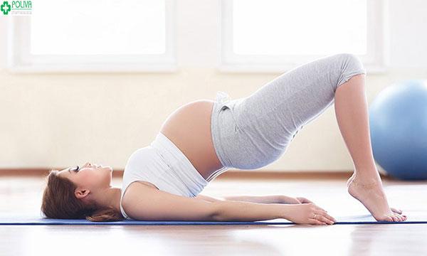 Tập thể dục thường xuyên giúp mẹ bầu tránh xa tình trạng táo bón khi mang thai
