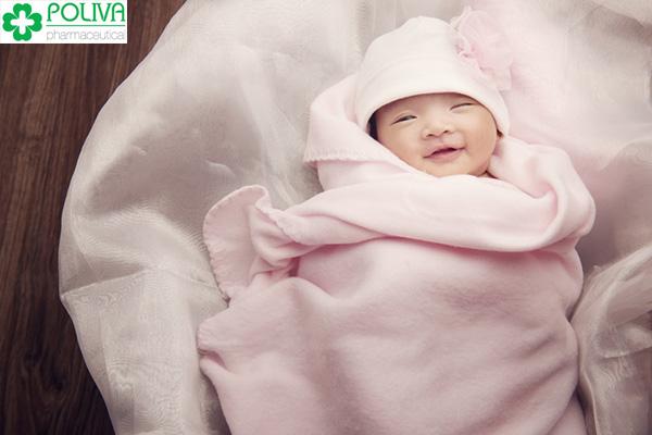 Chăm sóc trẻ sinh non đúng cách để bé được khỏe mạnh, tăng cân đều đặn.
