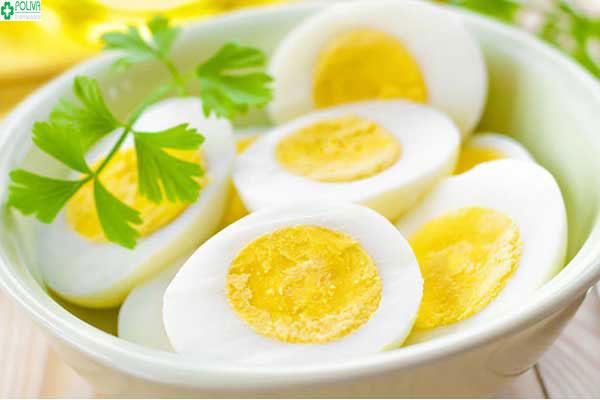 Phụ nữ sinh mổ ăn trứng gà được không?