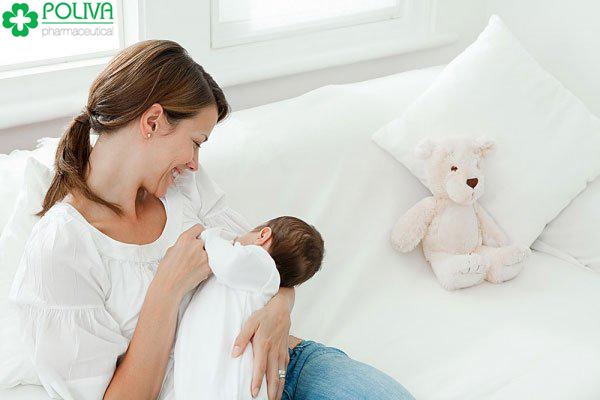 Các mẹ cần kiểm soát tốc độ bú của bé
