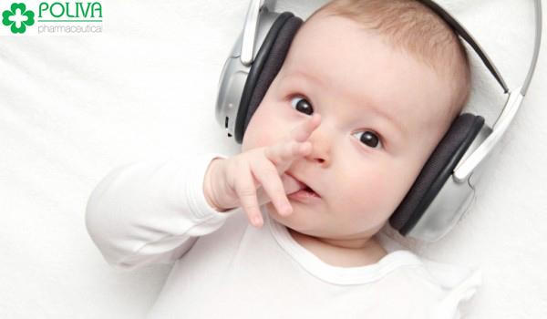 Âm nhạc mang lại nhiều lợi ích cho trẻ sơ sinh.