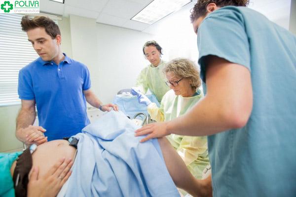 Bác sỹ phải rạch để giúp quá trình đẻ thường của các mẹ dễ dàng hơn
