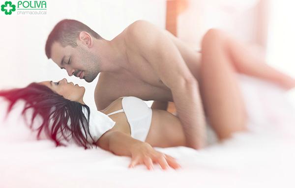 Tư thế truyền thống - nam trên, nữ dưới thường được áp dụng trong lần quan hệ đầu tiên