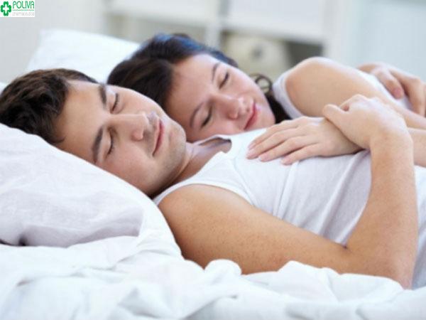 Ngủ chung giường sẽ lây cảm xúc của vợ dẫn đến hiện tượng ốm nghén thay vợ