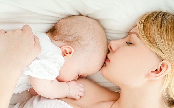 Mách nhỏ cách làm sữa mẹ xuống nhiều, mẹ khỏi phiền lo