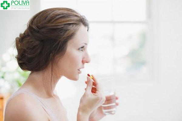 Nên uống thuốc tránh thai khẩn cấp cùng nước lọc