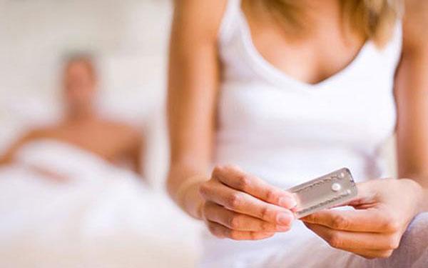 Mua thuốc tránh thai khẩn cấp loại cho con bú nào tốt lại an toàn?