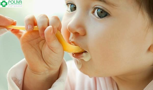 Tùy từng độ tuổi mà bé có chế độ ăn khác nhau.