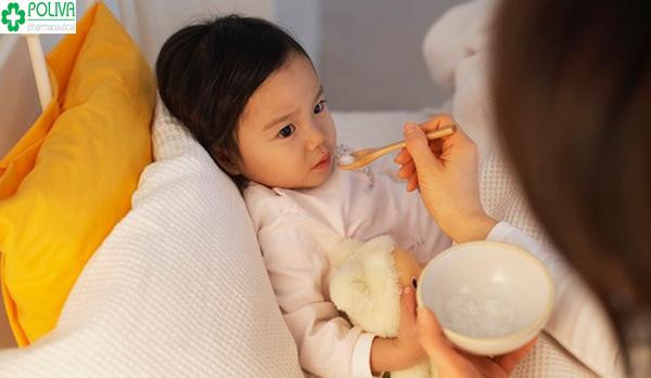 Trẻ bị sốt nên ăn gì để nhanh hạ nhiệt?