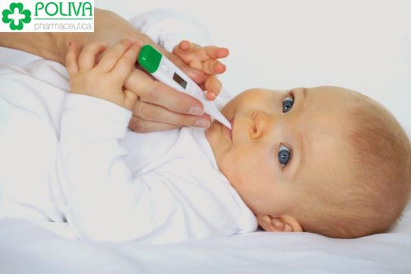 Trẻ bị sốt phát ban là do virus herpes typ 6 (HHV - 6) và herpes typ 7 (HHV - 7).
