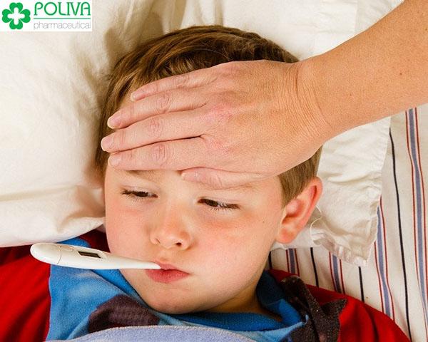 Nếu nghi ngờ trẻ bị sốt rét thì tốt nhất bố mẹ nên đưa trẻ đến bệnh viện ngay.