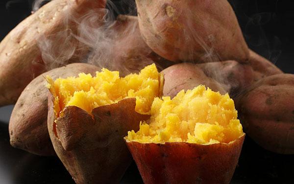 Vén màn bí mật: Phụ nữ sinh mổ ăn khoai lang được không?