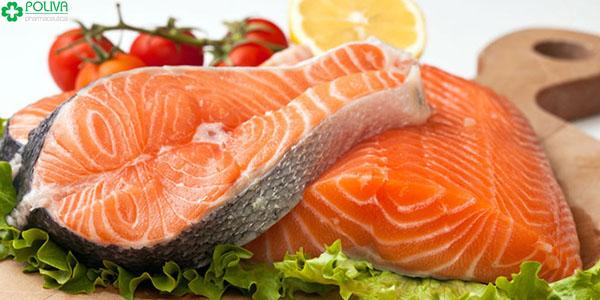 Cá hồi có chứa nhiều chất dinh dưỡng tốt cho não bộ của trẻ.