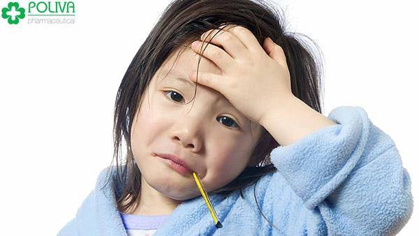 Bệnh quai bị lây qua đường hô hấp, khi bệnh nhân nói chuyện, ho hoặc hắt hơi.