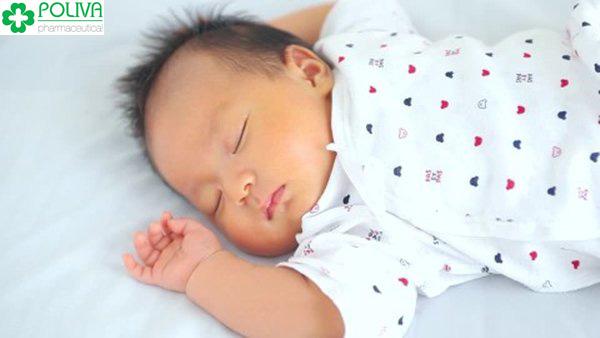 Vặn mình là hiện tượng phổ biến ở trẻ sơ sinh.