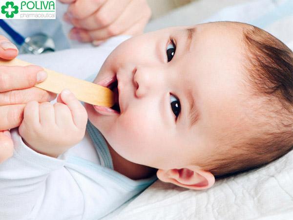 Tưa lưỡi ở trẻ sơ sinh tuy không nguy hiểm nhưng khiến nhiều mẹ đau đầu