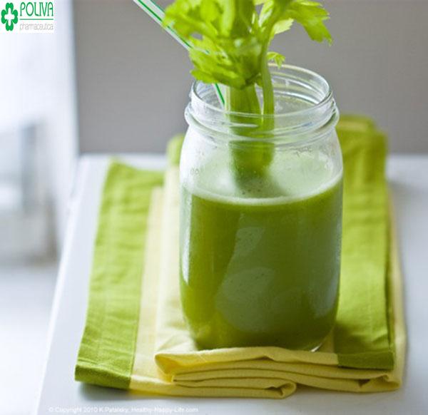 Nước ép cần tây nhanh chóng xoa dịu cơn đau bụng kinh