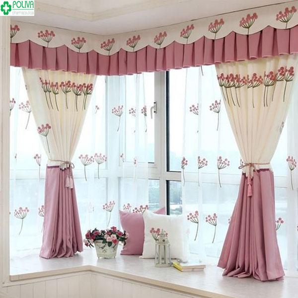 Thoáng mát, đẹp hơn với sự có mặt của mẫu rèm hồng kèm kết hợp nét hoa văn sinh động