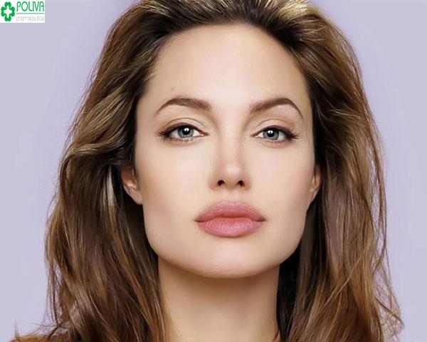 Cuốn hút với kiểu makeup nhấn sâu vào đôi mắt cùng bờ môi quyến rũ