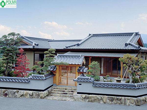 Nhà cấp 4 kiểu Nhật đơn giản kết hợp kiểu mái thái tạo nên vẻ hiện đại cho ngôi nhà