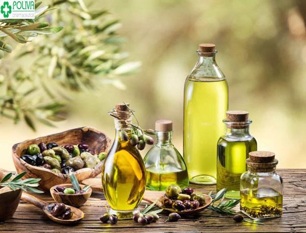 Dưỡng tóc bằng dầu oliu giúp trị gầu, ngăn gầu hiệu quả