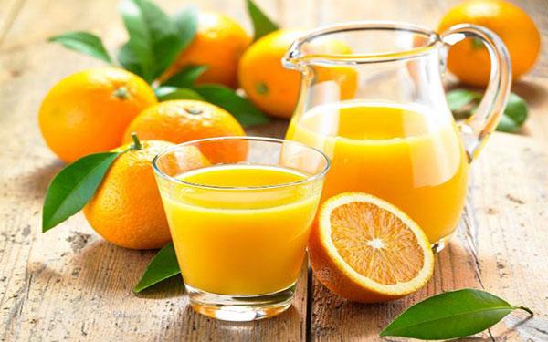 6 mẹo uống nước cam đúng cách mẹ cần phải biết