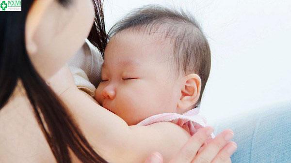 Có rất nhiều lý do khiến trẻ sơ sinh ngủ nhiều bú ít