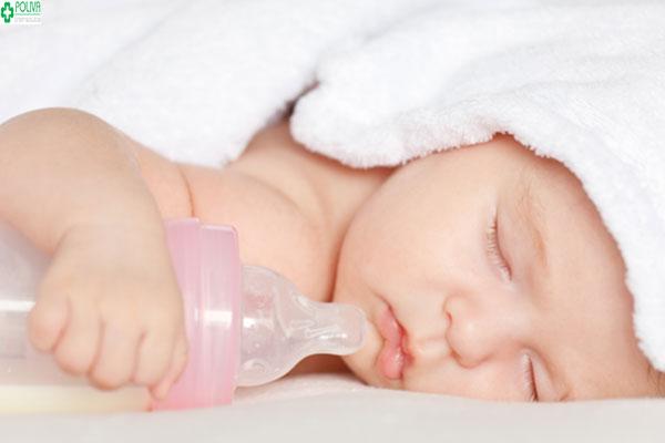 Làm thế nào khi trẻ sơ sinh ngủ nhiều bú ít?