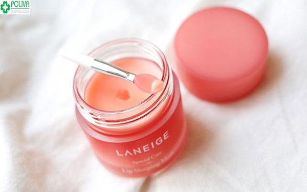 Dòng son dưỡng môi có hương thơm nhè nhẹ, môi mềm và hồng hào