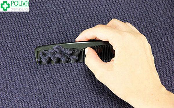Lược răng nhỏ cách xử lý áo bị xù lông đơn giản
