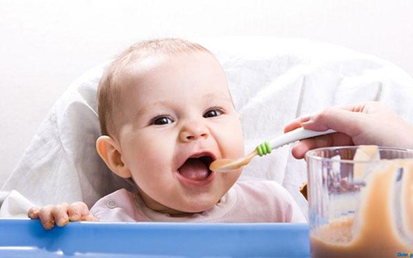 Bật mí bé 6 tháng ăn được gì? Để mẹ chăm con tốt