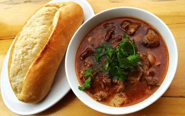 Cách nấu thịt bò sốt vang ngon như ngoài hàng, ai cũng khen ngon