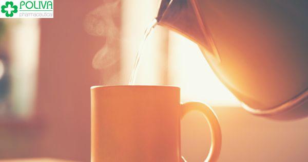 Một cách giảm đau bụng kinh ngay lập tức là uống nước ấm