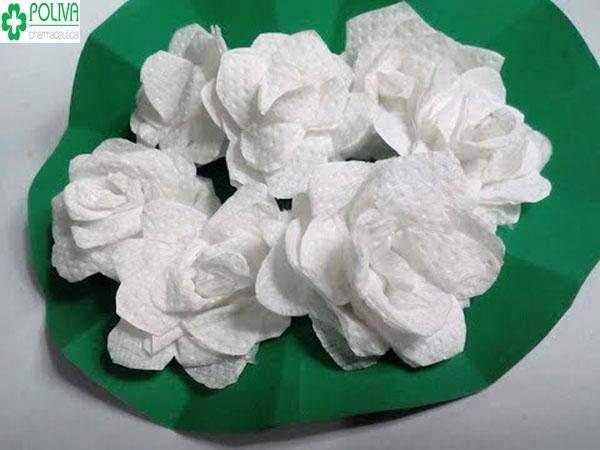 Hoa giấy vệ sinh dễ làm, dễ sử dụng