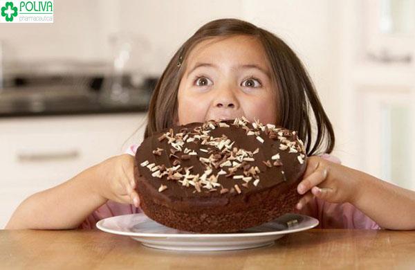 Hạn chế cho trẻ ăn bánh kẹo ngọt